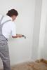 Untergrundvorbereitung der Ecken durch Spruehen