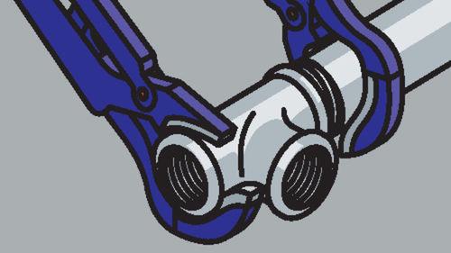 Rohr und Fitting mit Rohrzangen festziehen