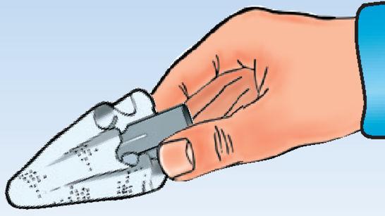 Feuchtes FIX.it-Pad über Kunststoffdübel wickeln