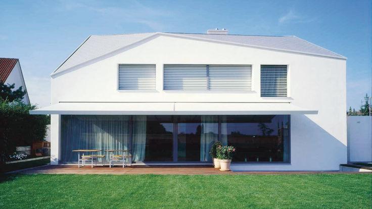 Haus mit moderner Dachform
