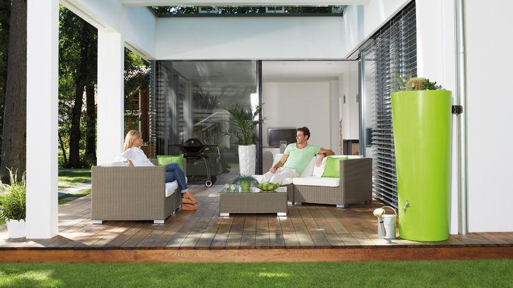 Formschoener Regenwassertank auf der Terrasse