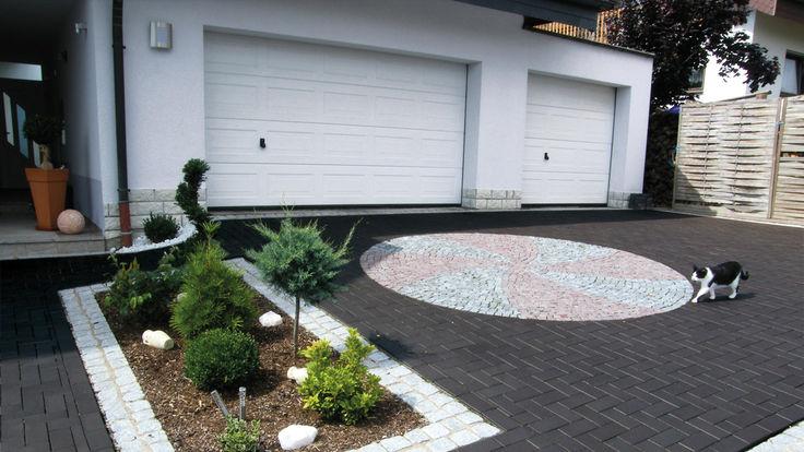 Garagenauffahrt mit Mosaikpflaster