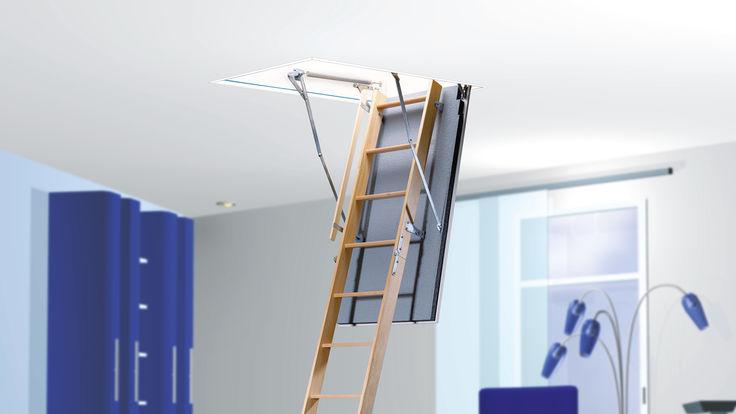 Ausklappbare Dachbodenleiter aus Holz