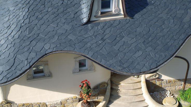 Haus mit Schiefersteindach von oben