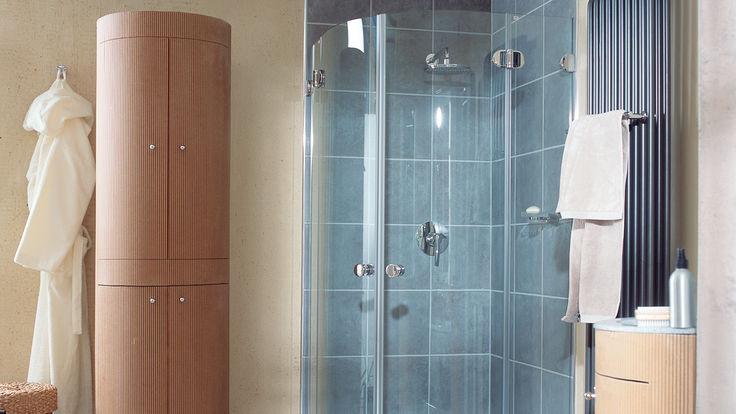 Abgerundete Eckdusche ohne Duschwanne