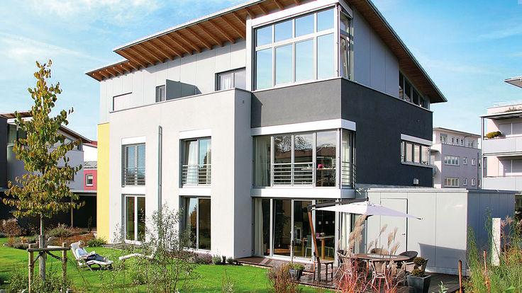 Aussenansicht modernes Haus mit Garten