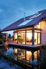 Haus mit großen Gartenteich