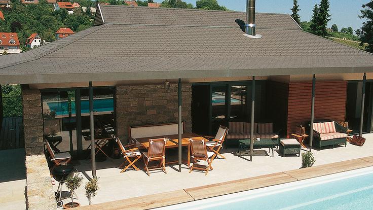 Deckungsbild Haus mit Graudach am Pool