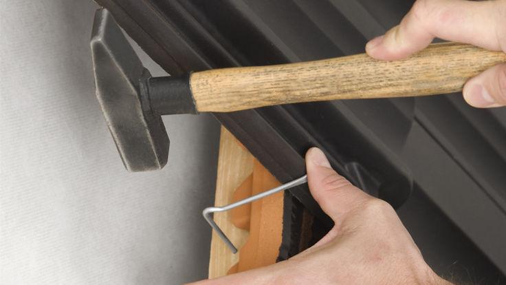 Befestigen der Dachziegeln mit Klammern