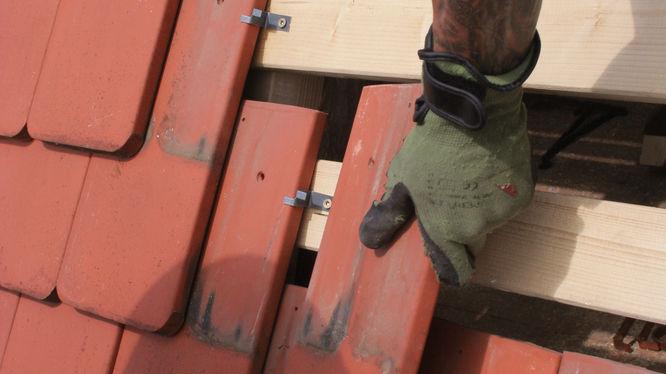 Dachziegel-Sicherung