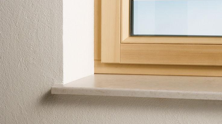 Holzfenster mit Fenstersims