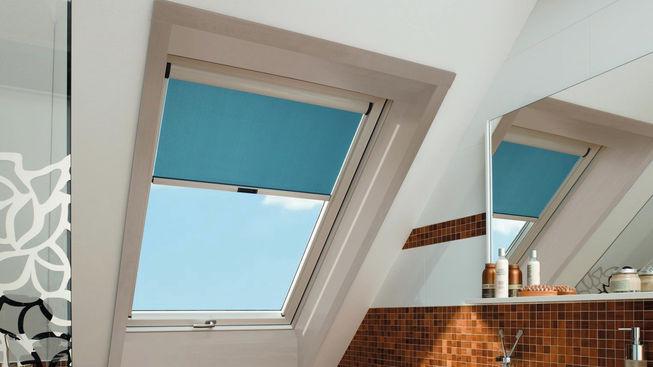 Badezimmer mit Dachfenster inkl. Sichtschutz