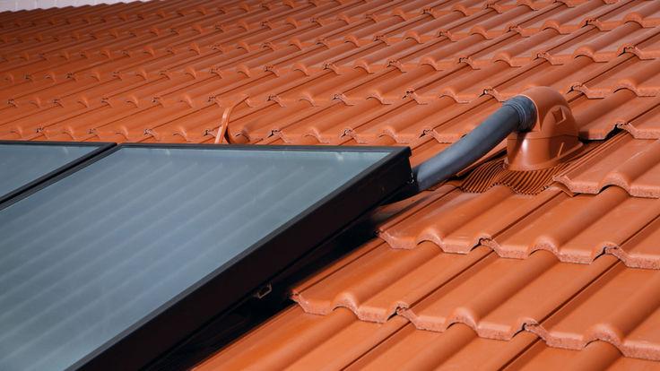 Dach mit Solar-Anschlussleitung