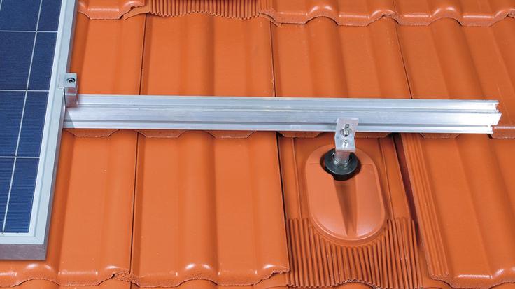 Dach mit Solarhalter und Flachluefter