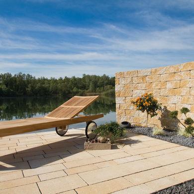 Liegeplatz am See mit Sichtmauer