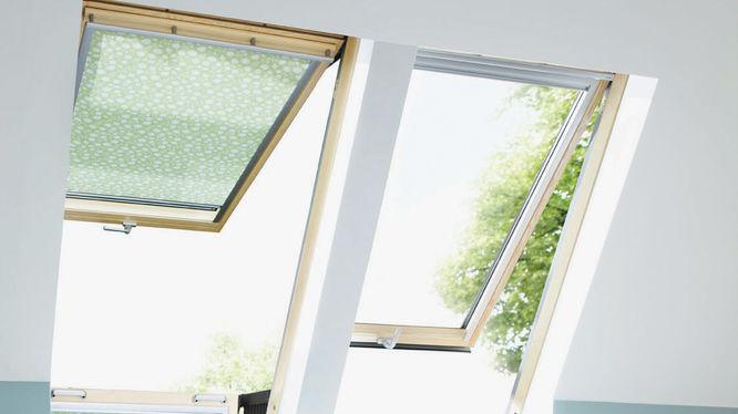 Dachzimmer mit großen Dachfenster