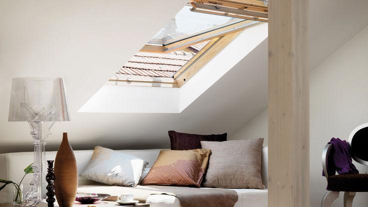 Dachzimmer mit gekippten Dachfenster