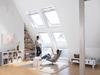 Dachzimmer mit großem Dachfenster