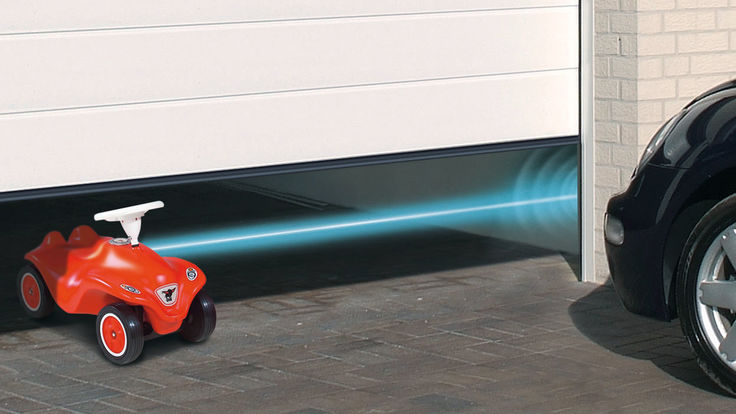 Sensor erkennt Bobbycar unter Garagentor